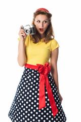 Pinup Mädchen mit einer alten Kamera