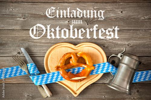 """einladung zum oktoberfest. holzhintergrund"""" stockfotos und, Einladung"""