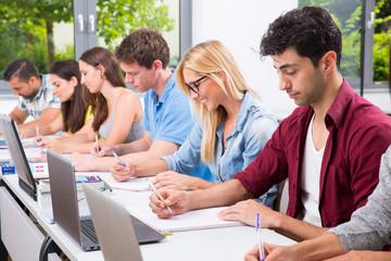Studentengruppen Menschen Uni Schüler