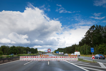 Vollsperrung Absperrgitter Autobahn