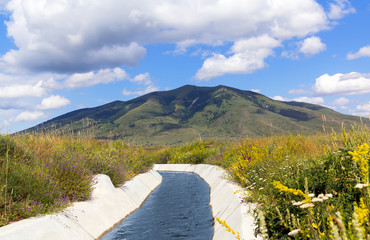 Fototapeten Kanal View of Mount Arailer. Irrigation canal in the valley between the mountains. Armenia