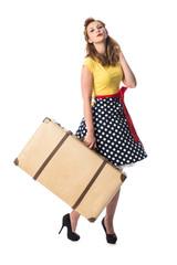 Mädchen im Rockabilly Style trägt einen Koffer