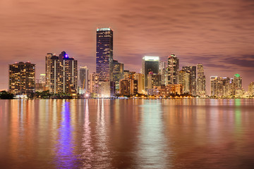 Fototapete - Miami bayfront skyline at night