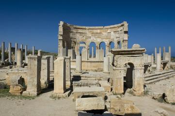 La piazza del mercato di Leptis Magna in Libia