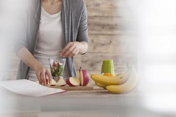 Women are making juice for breakfast