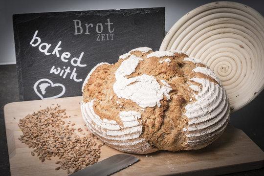 Brotzeit selbst gebackenes Brot mit Liebe