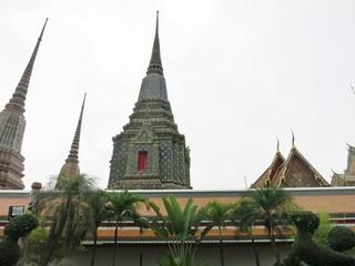 wat po (temple in bangkok)