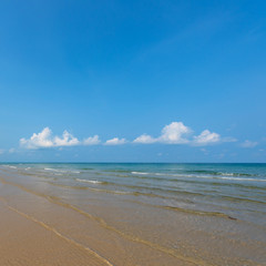 Fototapete - Beautiful tropical beach in the morning