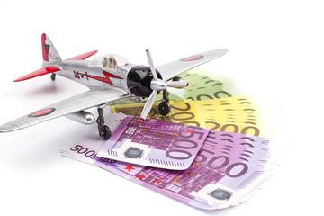 Самолёт с деньгами на белом фоне