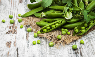 green peas with leaf and flower