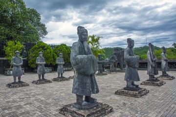 フエの寺院の石像