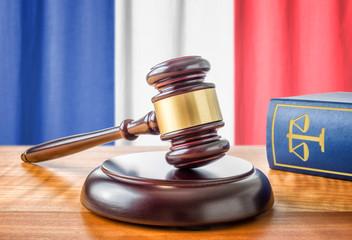 Richterhammer und Gesetzbuch - Frankreich