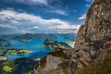 Вид с вершины Альп на Женевское озеро
