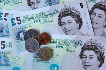 Pfund Sterling ist auch bekannt als die Briten Pfund, the Vereinigtes Königreich Pfund, ukp, stg, the Englisch Pfund, british Pfund Sterling, BPS, und Sterlings. Pfund Sterling wird in pence unterteilt. Die Wechselkursrate für Pfund Sterling wurde zuletzt am Dezember aktualisiert aus Internationaler Währungsfond. Die GBP Umrechnungsfaktor hat 6 signifikante Stellen.