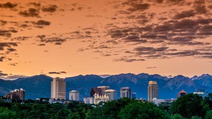 Fototapete - Early morning sky skyline over Salt Lake City