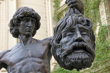 Skulptur David mit dem Haupte Goliaths im Schlossgarten Schwerin