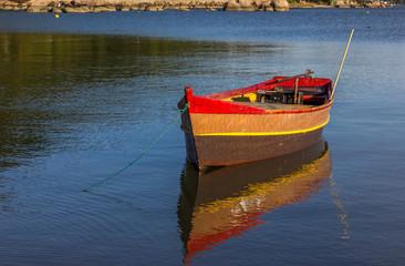 Canoa ancorada