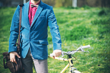 Fashionable urban man with fixed gear bicycle standing
