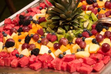 Macedonia di frutta su vassoio
