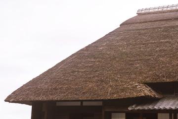 日本の古い住宅の茅葺屋根