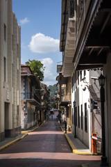 Straße in Panama´s Altstadt mit Blickrichtung auf den Ancon Hill