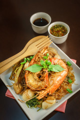 Shrimp cooking with vermicelli and seafood sauce