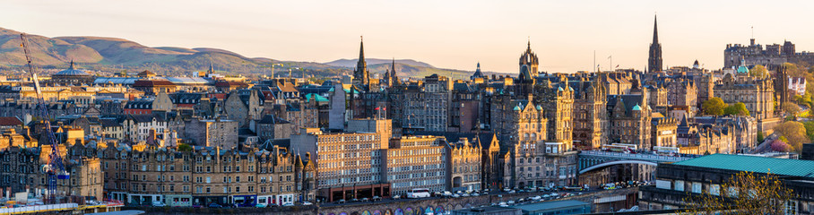 Foto op Plexiglas Zalm Panorama of the city centre of Edinburgh - Scotland
