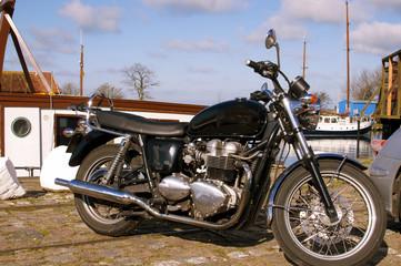 Motorrad im Hafen