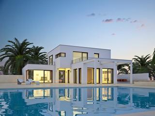 Villa weiß mit Pool 1