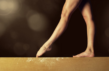 Poster Gymnastiek Close view of a Gymnast legs on a balance beam