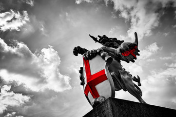 Fotomurales - St George dragon statue in London, the UK. Black and white, red flag, shield.