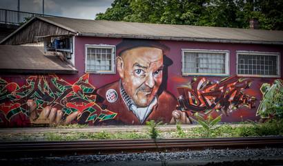 Graffiti Mann mit Hut in Mainz Kastel