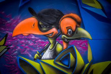 Graffiti Vögelköpfe in Mainz Kastel