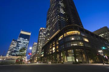 日本最大級のオフィス街 東京駅前 丸の内 夜景