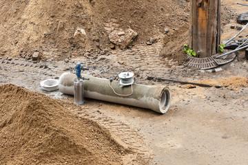 Vorbereitungen für eine Kernlochbohrung in einem Rohr aus Beton
