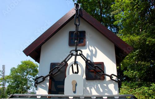 schutz vor einbruch stockfotos und lizenzfreie bilder auf bild 86463650. Black Bedroom Furniture Sets. Home Design Ideas
