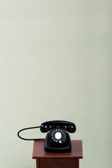 黒電話,灰色の背景