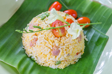 Fried rice with tomato and pork