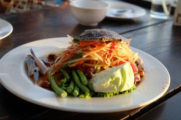 crab papaya salad Thai cuisine spicy delicious / papaya pok pok
