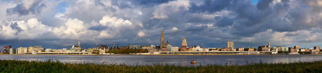Photo sur Plexiglas Antwerp Evening cloudy panorama of the City of Antwerp