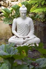 Statua Bianca in Giardino