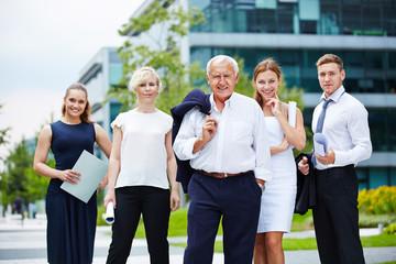 Portrait vom Business Team im Sommer