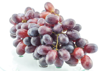 Wet cluster of grapes on a glass table Fototapete