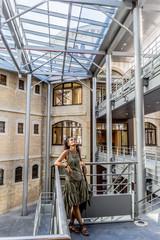 Femme dans l'Ancienne prison Saint-Paul de Lyon, Université Catholique