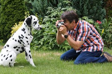 Dalmatiner von Mann fotografiert