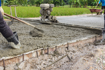 Placing concrete road construction Improve mobility routes for commuters