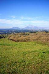 くじゅう高原から見る阿蘇山