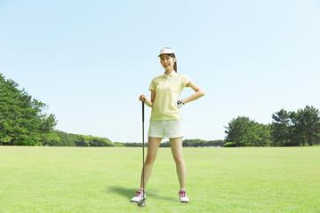Wall Mural - ゴルフをする女性