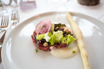 Beef tartare with salad topping