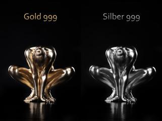 Nackte Frau mit Gold und Silber bemalt